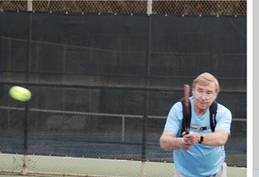 Barry Wood plays tennis with COPD